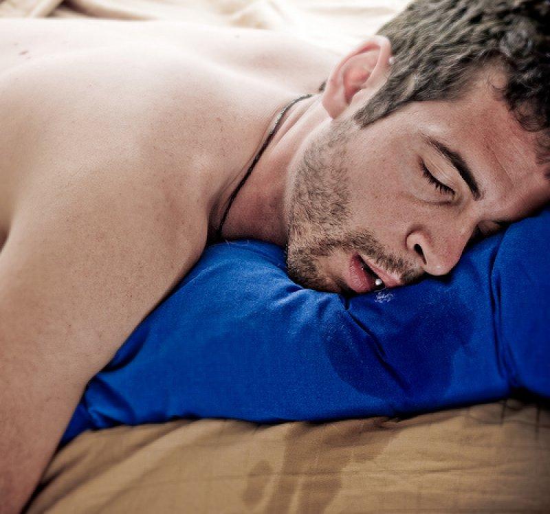 Почему текут слюни у ребенка во сне