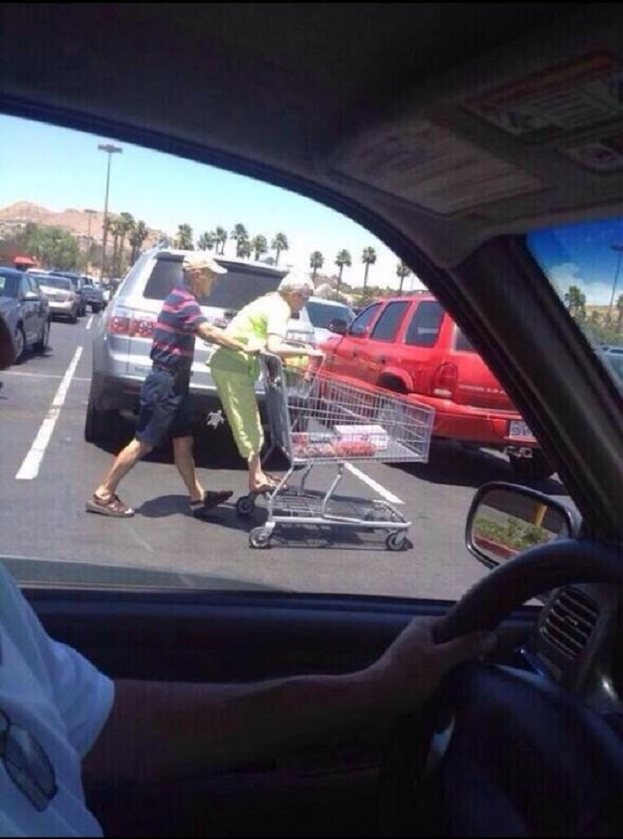 Never Too Old for a Shopping Cart Ride-15 Amazing Old Couples That Show Love Never Gets Old