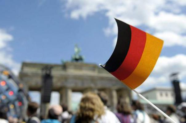 Wishing Advanced Birthday Wishes to Germans-15 Common Mistakes That Travelers Do Abroad