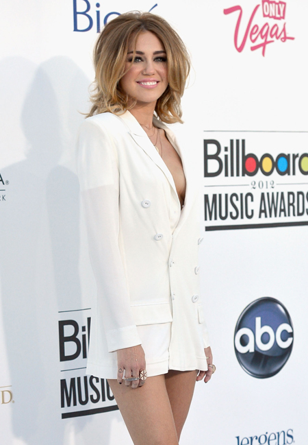 Miley Forgets Inner Clothing-15 Images That Show Miley Cyrus Has Become Trashy