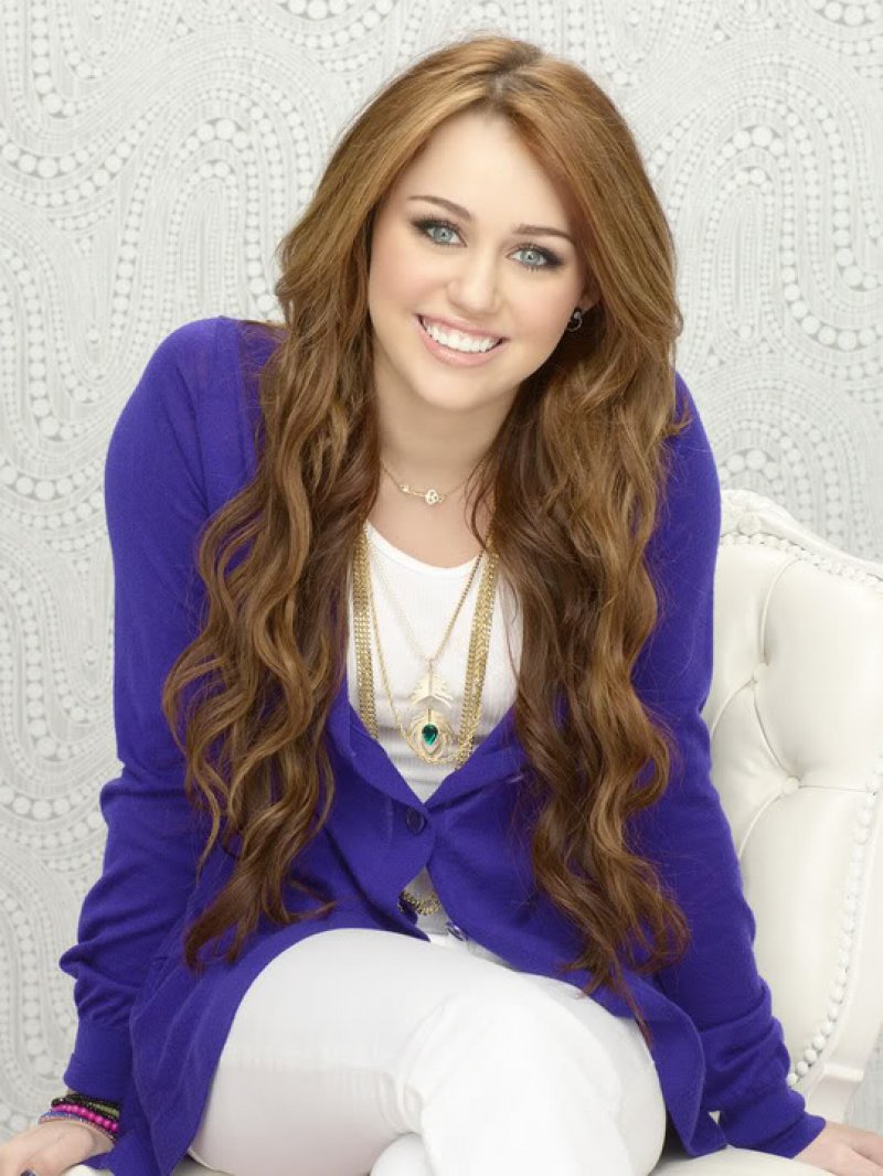 Miley Cyrus-15 Popular Disney Channel Stars Then And Now