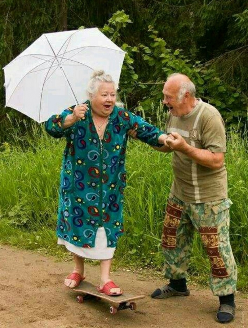 Old Lady Learning Some New Skills-15 Amazing Old Couples That Show Love Never Gets Old