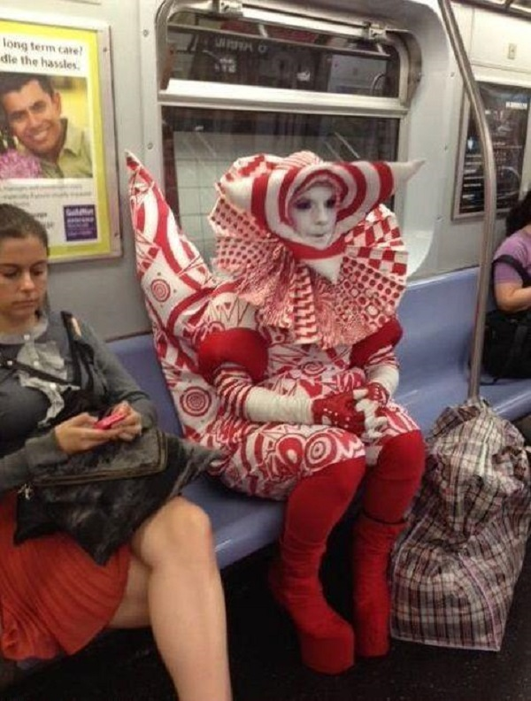 When Aliens Visit Our Planet-15 Most Awkward Public Transport Pictures