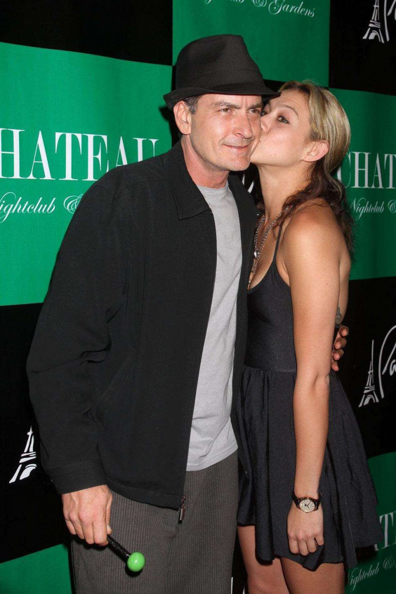 Charlie Sheen And Natalie Kenly-Charlie Sheen And His 13 Well Known Girlfriends