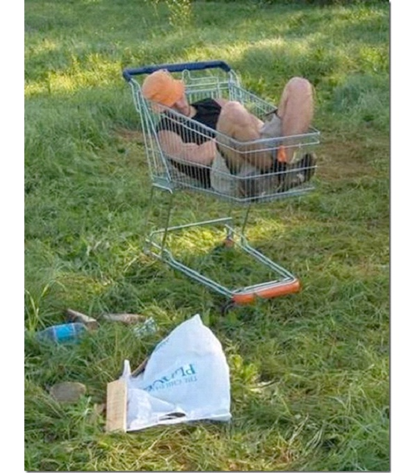 In A Shopping Cart-Funny Ways People Found Sleeping