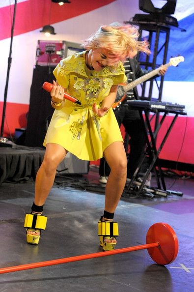 Rita Ora goes mad-WTF Live Performance Pics