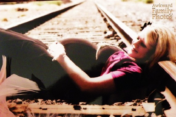 Railroad-15 Most Disturbing And Stupid Pregnancy Photos Ever