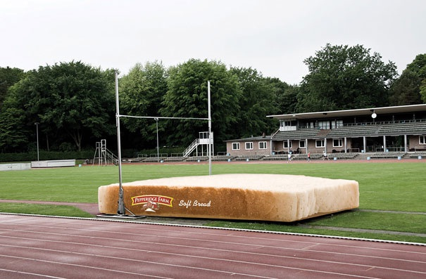 Big Bread-Creative Oversized Object Ads