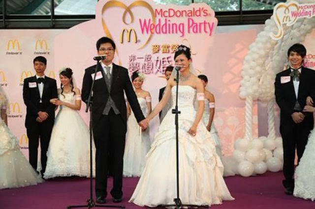 A Wedding Party?-Pics Of People Getting Married In McDonalds
