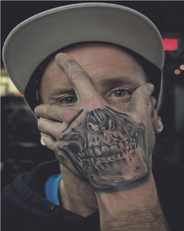 Skull hand-15 Cool Tattoos For Men That Make You Say WOW!
