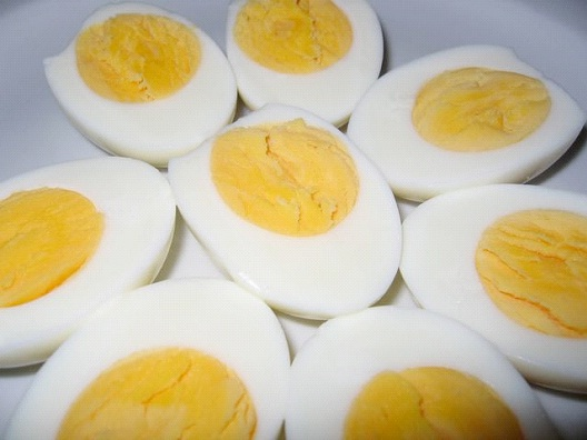 4 Hard Boiled Eggs-Best 100 Calorie Snacks You Must Eat