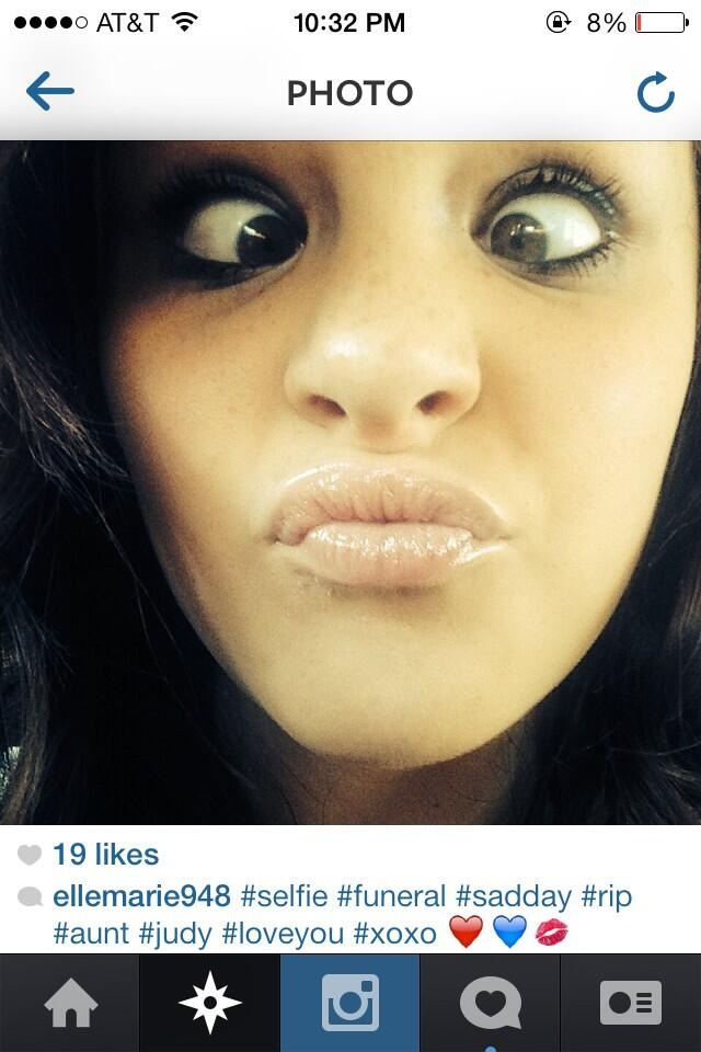 Face Pulling is Grief?-Worst Funeral Selfies Ever