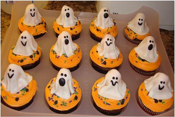 Ghost Cupcakes-Halloween Cupcakes