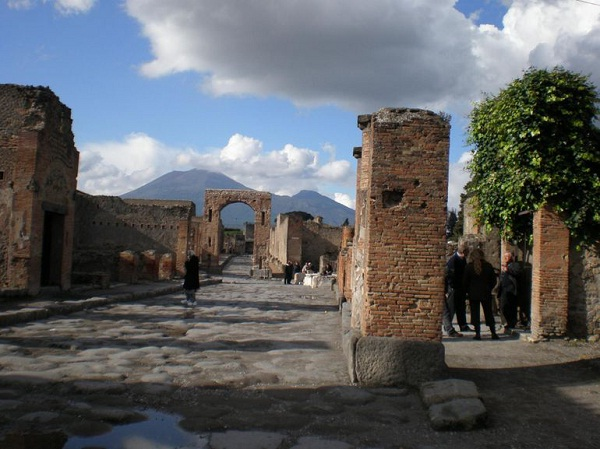 The 2000 Year Old Street In Pompeii-Most Unique And Amazing Streets