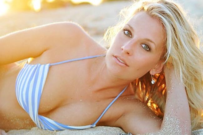 Emily Greinke-24 Hottest Baseball Players' Wives