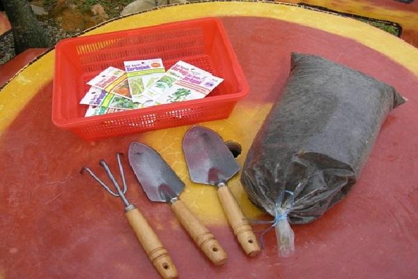 Gardening tools-Best Things To Buy In October