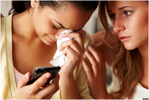 Ending Things Over The Phone-Worst Ways To Break Up