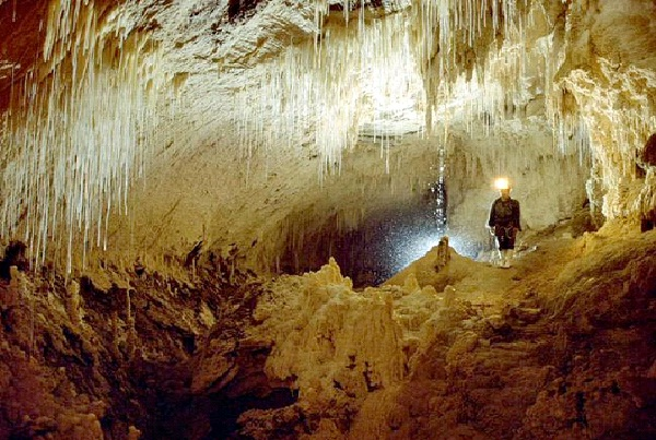 Glowworm Cave - Waitomo, New Zealand-Beautiful Caves Around The World