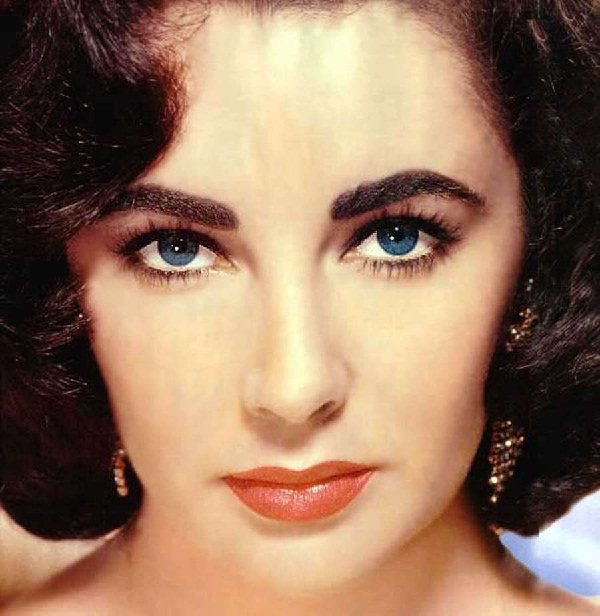 Elizabeth Taylor-15 Celebs Who Won Big Awards With Terrible Performances