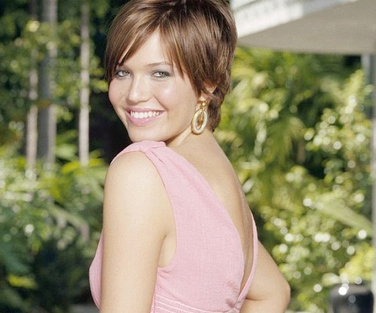 Mandy Moore-12 Celebrities With Really Short Hair