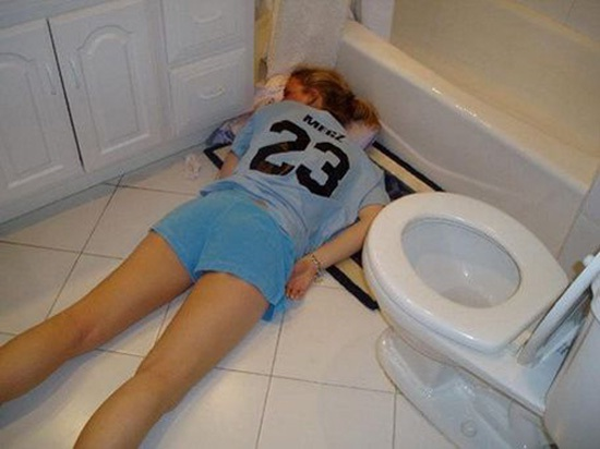 Get it in the toilet-Hilarious Pics Of Girls Being Drunk And Passed Out