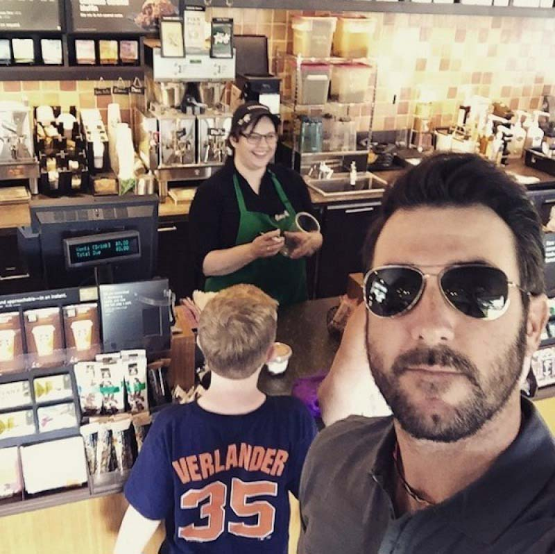 Justin Verlander with a Unsuspecting kid Fan-15 People Who Had The Perfect Shirt For The Moment