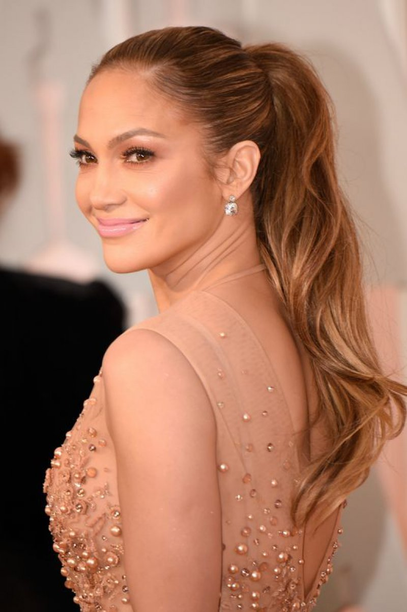 Jennifer Lopez (46 Years)-15 Celebrities Who Don't Age Like Other Human Beings