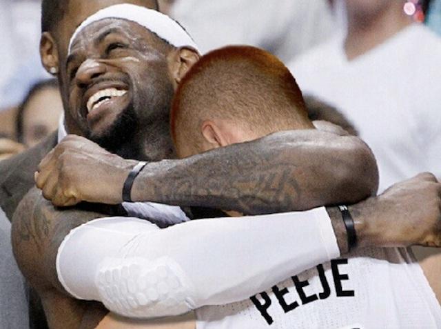 Big hugs-Man Photoshops Himself With Famous Celebrities