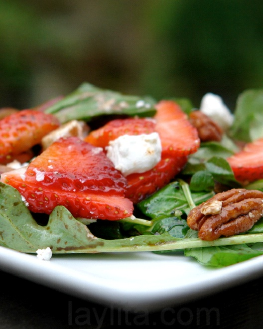 22 Strawberries With 1 Tablespoon Goat Cheese-Best 100 Calorie Snacks You Must Eat