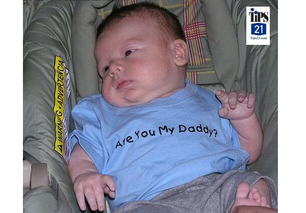 Whose Your Daddy?-Funny Baby T-shirt Texts And Images