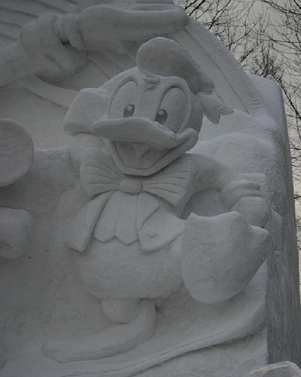 Donald Duck-Disney Snow Sculptures
