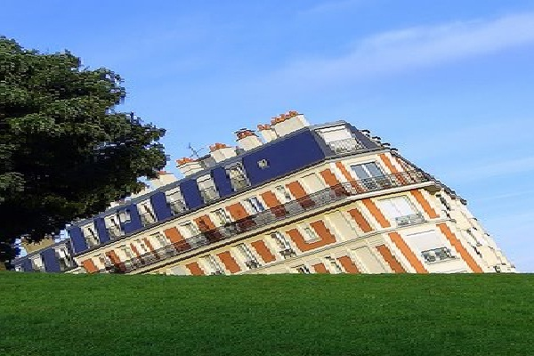 Is It Sinking?-Incredible Architectural Illusions