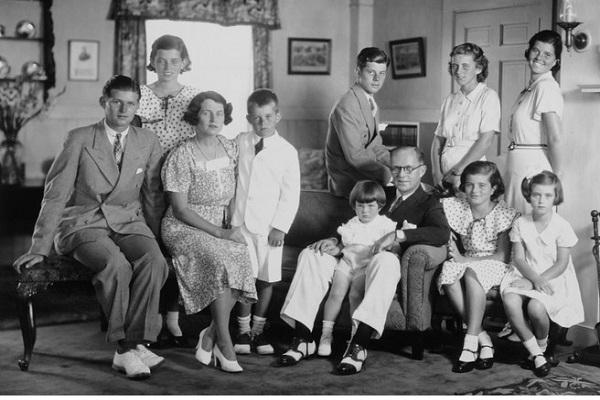 The Kennedy Family-Bizarre Curses