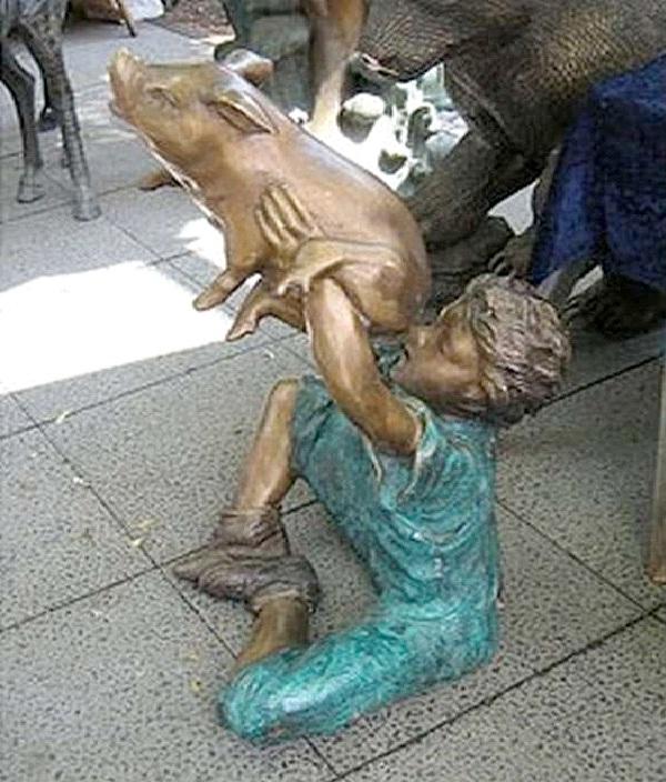 Pig Butt-World's Most Bizarre Statues