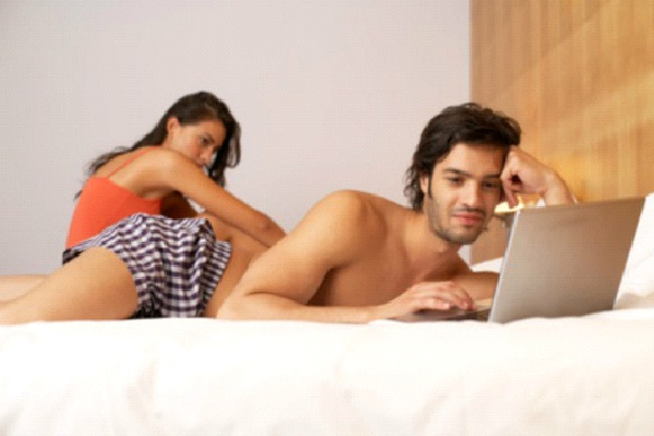 Spouse Spend More Time On Laptop Than With You-Marriage In Trouble Signs You Should Not Avoid