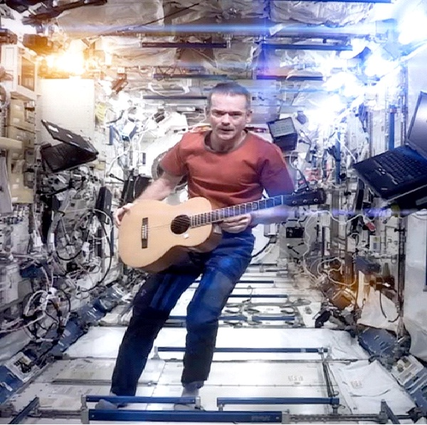 Space Oddity - Astronaut Chris Hadfield-Things That Went Viral In 2013