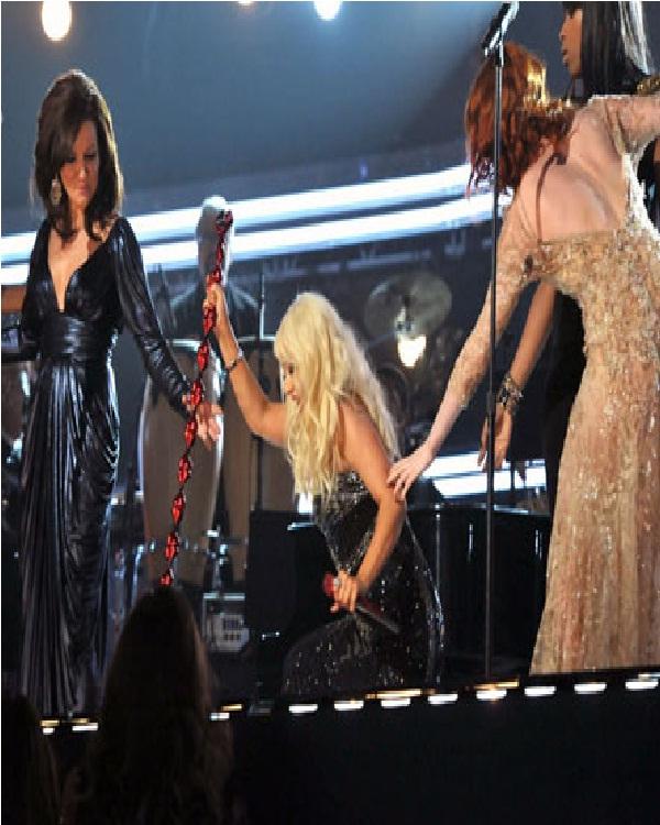 Christina Aguilera-Hilarious Concert Fails Ever