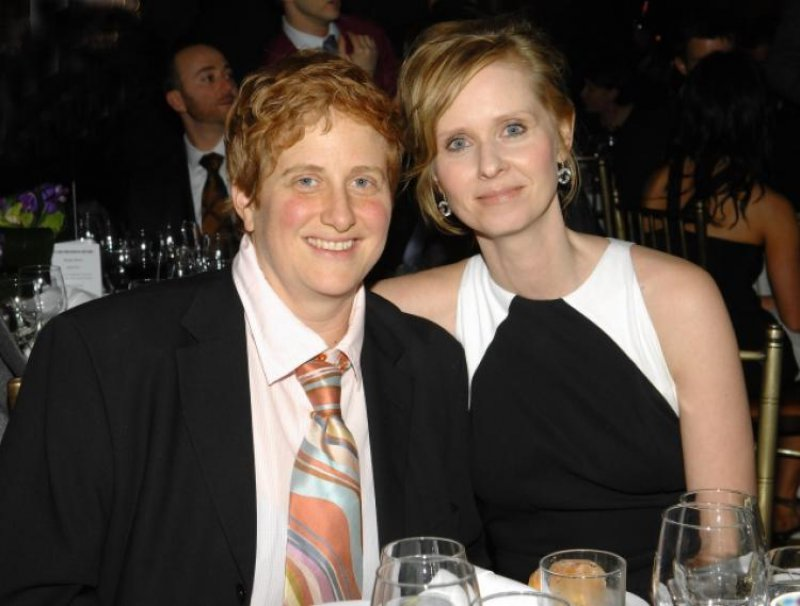 Cynthia Nixon Chooses Real Love-12 Celebrities Who Married Normal People