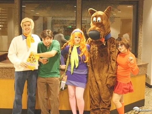 Scooby Wants His Scooby Snacks-24 Best Scooby Doo Cosplays Ever