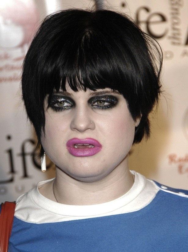 Kelly Osbourne-15 Worst Celebrity Makeup Disasters Ever