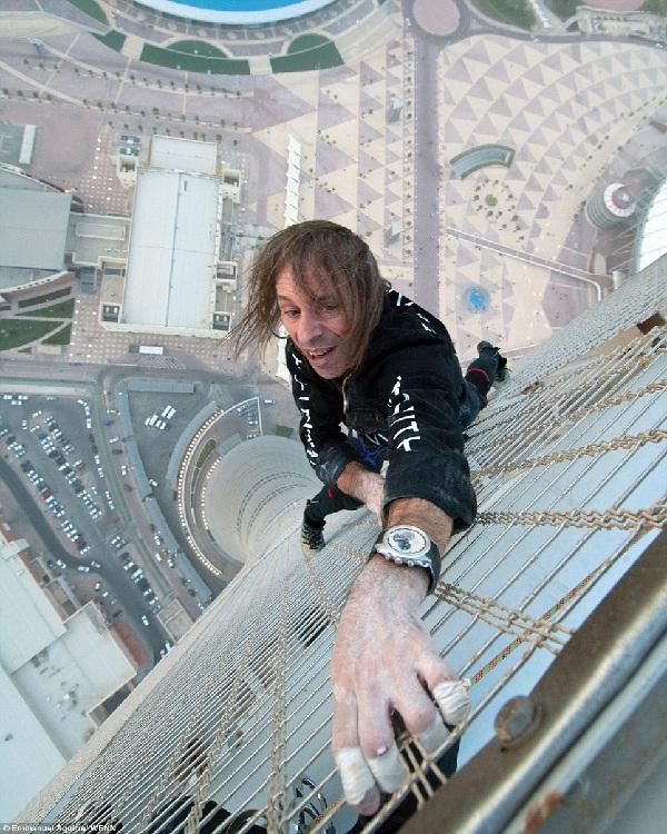 Skyscraper climbing-Most Dangerous Sports In The World