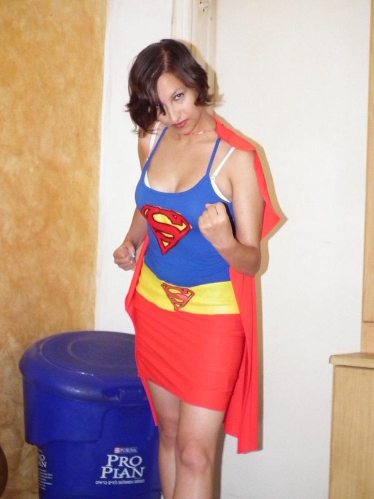 The vested Supergirl-Hottest Supergirl Cosplays