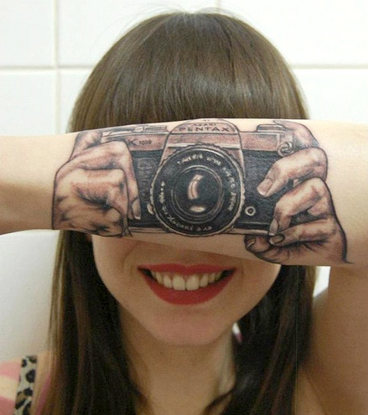 Say Cheese-24 Most Amazing Illusion Tattoos