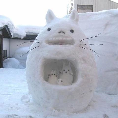 Scary cat-Craziest Snowmen Ever