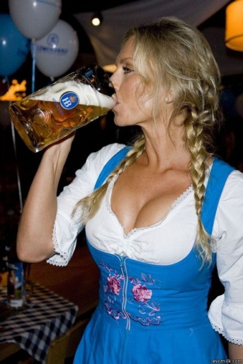 "Drink it up-Best ""Girls With Beer"" Photos"