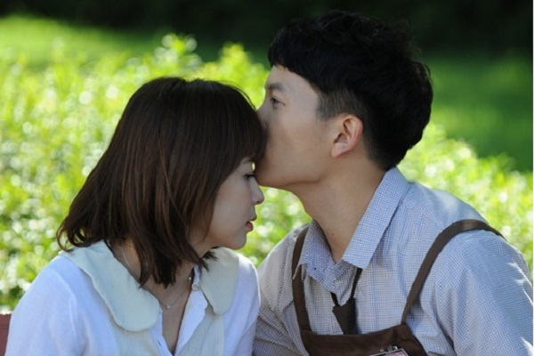 Forehead kiss-Different Kisses And Their Meanings