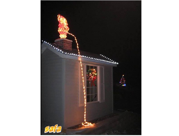 Peeing santa lights worst christmas decorations ever for Bad christmas decoration