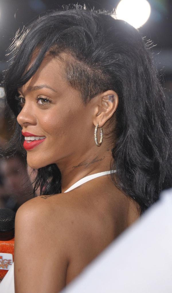 Rihanna-Worst Celebrity Haircuts
