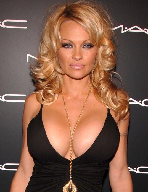 Pamela Anderson-24 Celebrities Who Had Breast Implants