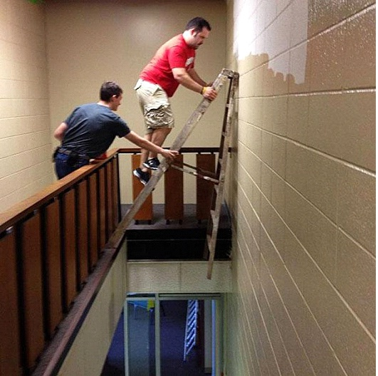 Ladder On The Edge-Photos Of Men Being Literally Too Stupid